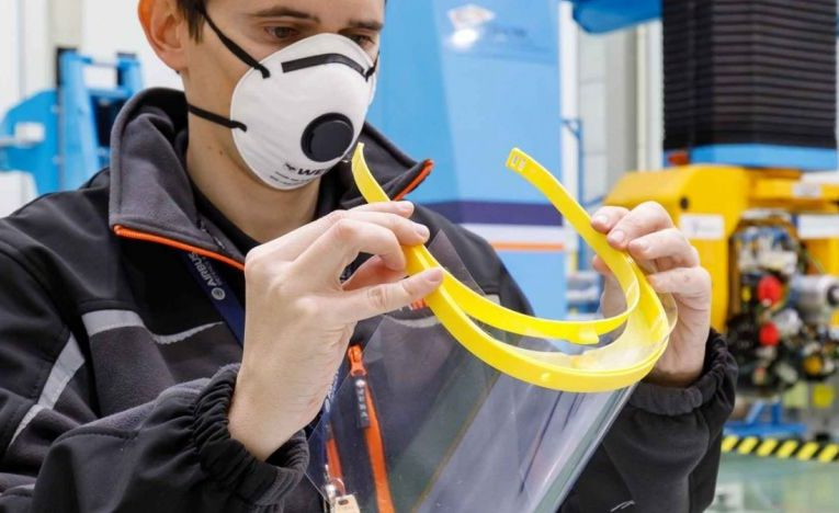 Încă o mare companie se alătură luptei împotriva COVID-19. Airbus produce viziere pentru spitale, prin imprimare 3D
