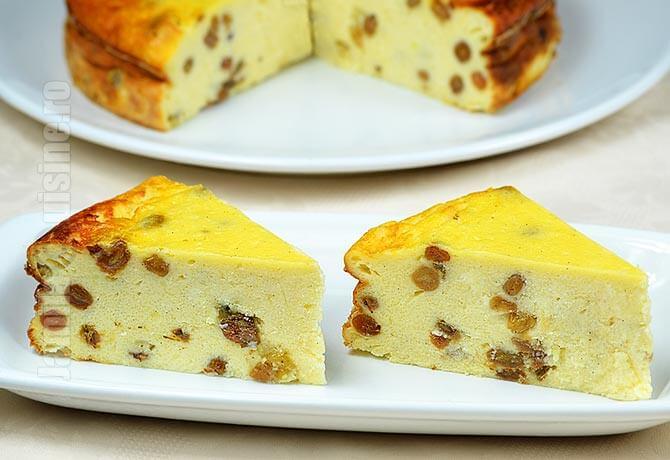 Simplă, rapidă, delicioasă, până și cei mici o adoră – Prăjitură cu brânză dulce și stafide