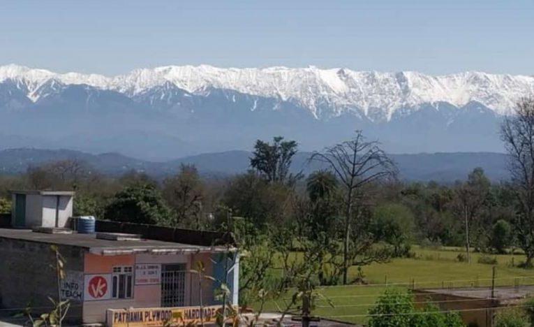 Scăderea poluării a permis ca munţii Himalaya să poată fi văzuţi din India pentru prima oară în ultimele decenii FOTO