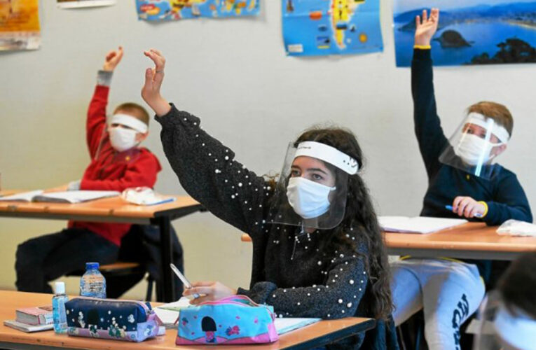 """Ce se întâmplă cu salariile profesorilor. Sorin Cîmpeanu vine cu informații oficiale: """"Există merite deosebite care trebuie recunoscute"""""""