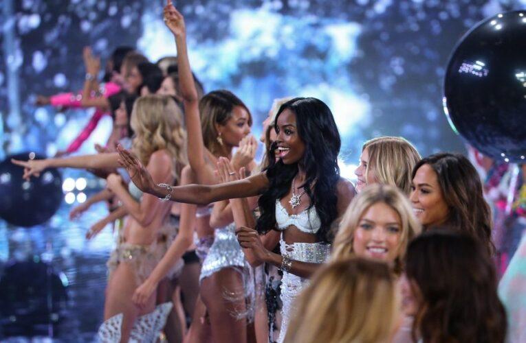 """Victoria's Secret renunță la fotomodelele """"Angels"""" fiindcă și-au pierdut """"relevanța culturala"""" / Cine vor fi noua imagine a companiei"""