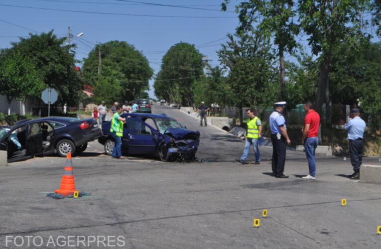 Braşov: O persoană a murit şi alte trei, printre care un copil, au ajuns la spital în urma unui accident pe DN 1