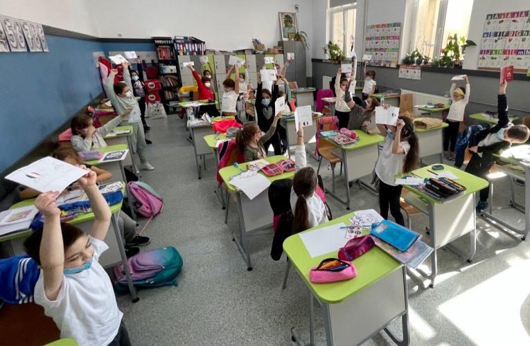 În Sectorul 2 din București, 350 de elevi din 10 școli participă la Carnaval în jurul lumii